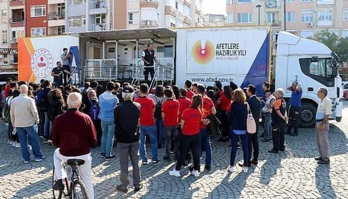 Öğrenciler, Simülasyon TIR'ında 7.4'lük depremi yaşadı (VİDEO)