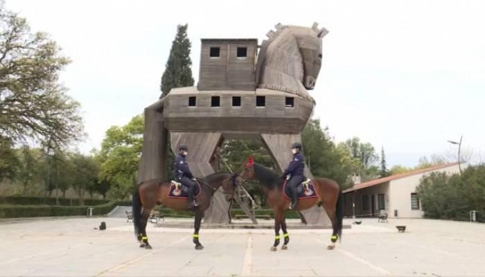 Troya Antik Kenti'ni atlı jandarma koruyor