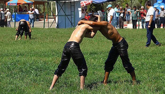Çanakkale Kahramanı anısına yağlı güreş