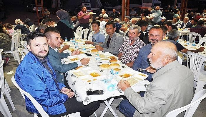AK Parti Belde Teşkilatı oruçlarını Umurbeylilerle açtı