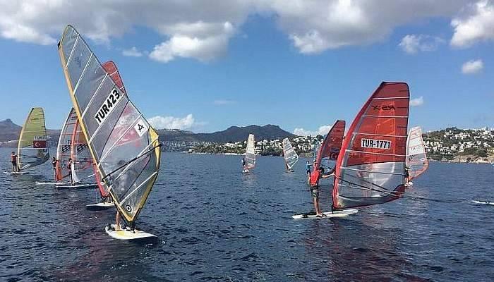 Rüzgar sörfünde Çanakkale'den iki şampiyon…