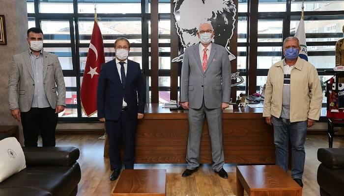 Çanakkale Küçükkuyu Belediye Başkanı Cengiz Balkan, Kazım Kurt'u ziyaret etti
