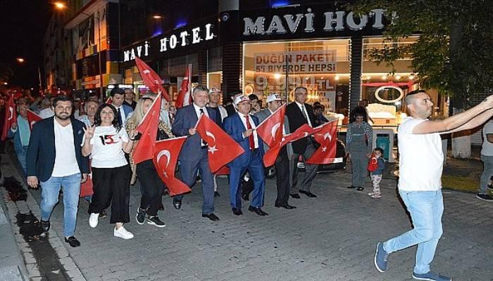 Lüleburgaz'da 15 Temmuz coşkusu ''Kurutuluş Savaşı'nda, Çanakkale'de, terörle mücadelede bu bedeli ödedik''
