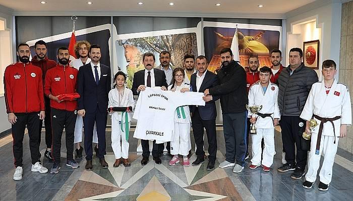 Lapseki Spor Kulübü'nden Vali Tavlı'ya Ziyaret