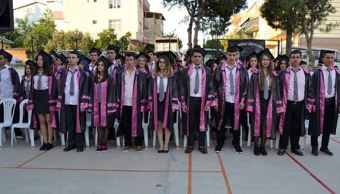 Biga Anadolu Lisesi'nde Mezuniyet Coşkusu