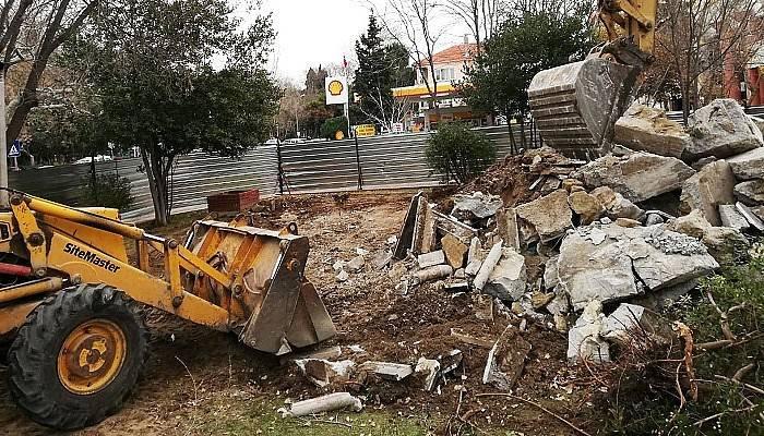 Muammer Aksoy Parkında yenileme çalışmaları yapılıyor