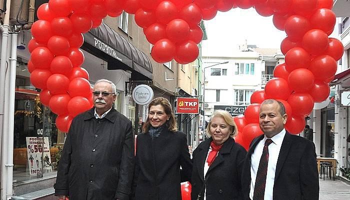 Sevgililer gününü sokakta kutladılar