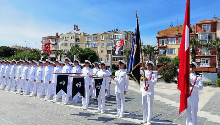 Deniz Astsubaylardan resmi tören