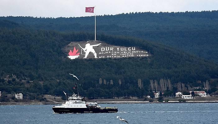 Rus mayın tarama gemisi ve askeri römorkörü Çanakkale Boğazı'ndan geçti (VİDEO)