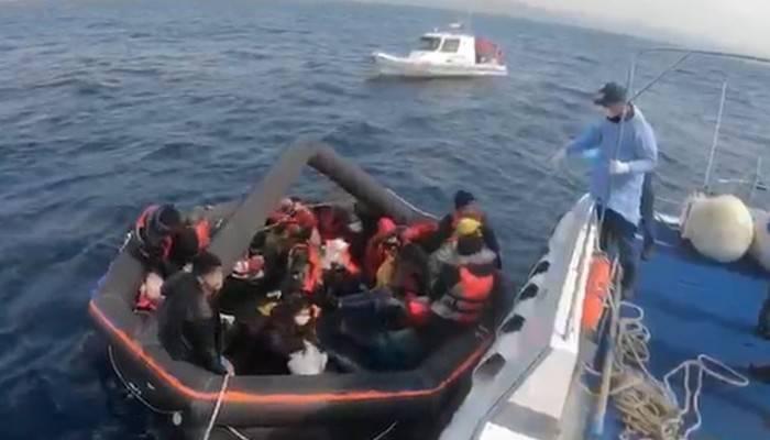 Yunanistan'ın ölüme terk ettiği 27 kaçak göçmeni, Türk Sahil Güvenliği kurtardı
