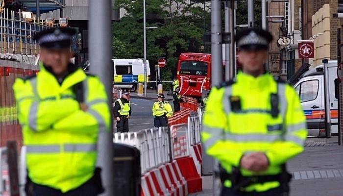 Londra'da Trafalgar Meydanı boşaltıldı