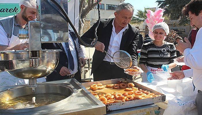Başkan Çetin lokma dağıttı