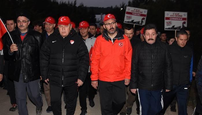 Çanakkale'de 8 bin Türk, dedelerinin izinde yürüdü (VİDEO)