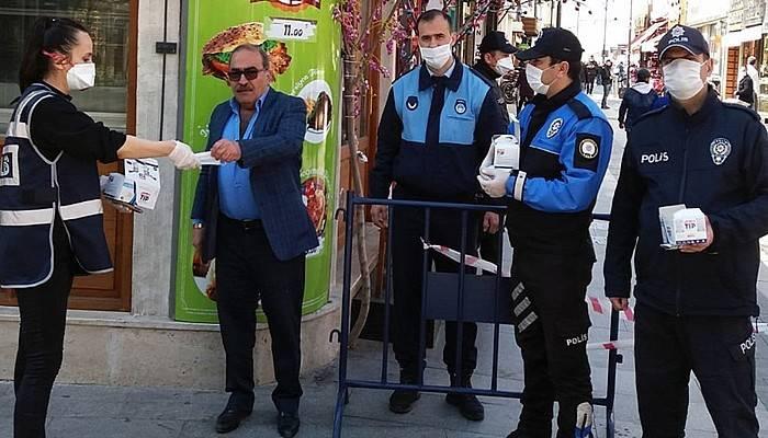 Türk Polisi Sahada Her Zaman Vatandaşının Yanında
