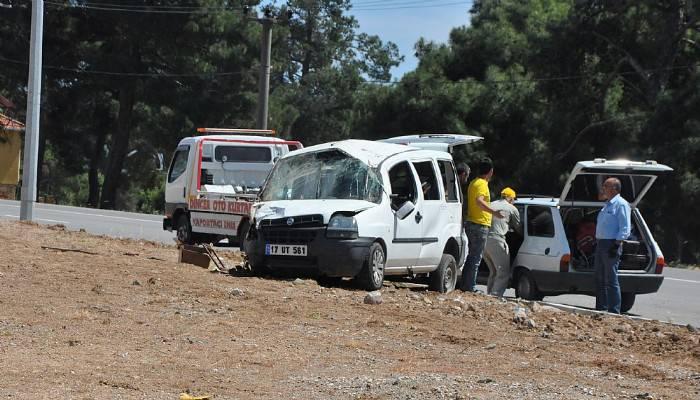 Çanakkale'de trafik kazası 9 yaralı (VİDEO)