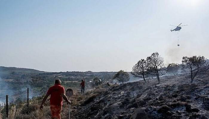 Bozcaada'daki yangına Kaymakam ve Belediye Başkanı da müdahale etti(VİDEO)