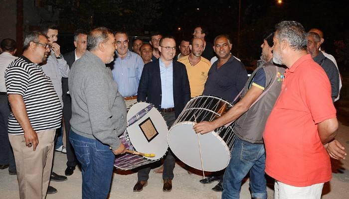 Şen mahalle Turan'ı davullarla karşıladı (VİDEO)