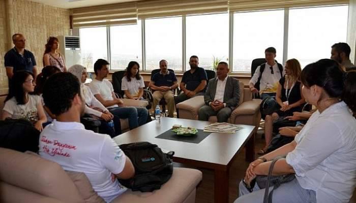 Yaz okulu öğrencilerinden Rektör Acer'e ziyaret