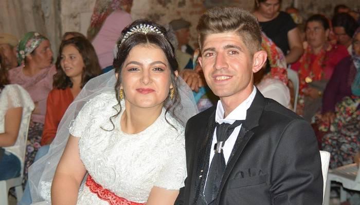 Sosyal medyada tanıştılar, işaret diliyle anlaştılar, köy düğünüyle evlendiler (VİDEO)