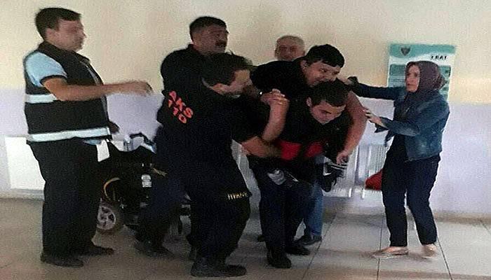 Asansör bozulunca mahsur kalan bedensel engelli öğrencileri itfaiye indirdi (VİDEO)