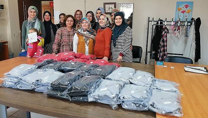 HEM kursiyerleri İdlip'teki çocuklar için elbise dikti