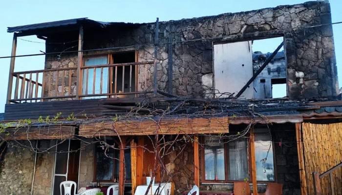 Assos'ta motelde çıkan yangında bir çift ölümden döndü (VİDEO)