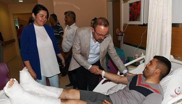 Turan, Gaziyi Hastanede Ziyaret Etti