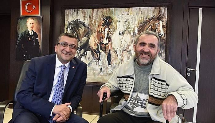 Kaza yapan belediye işçisi hastane çıkışı başkan Öz'ü ziyaret etti