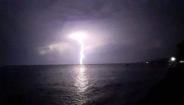 Çanakkale'de şimşekler geceyi aydınlattı (VİDEO)