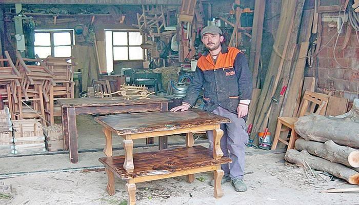 Bakkalı olmayan köyde marangozhane açtı