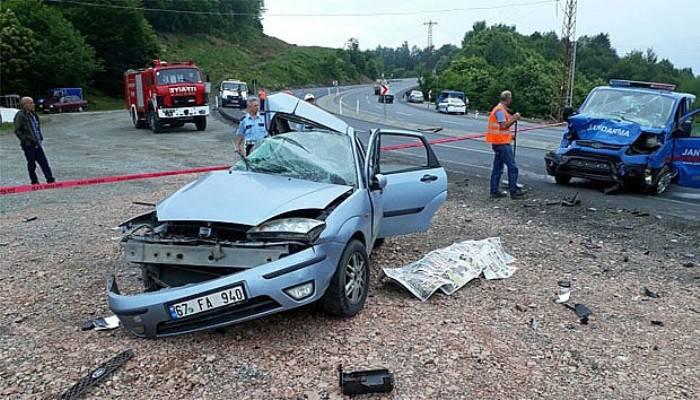 Jandarma aracı otomobille çarpıştı: 1 ölü, 2 yaralı