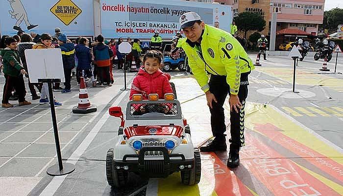 Öğrenciler trafik kurallarını akülü arabalar ile öğrendi