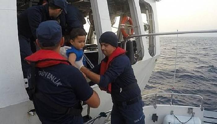 Çanakkale'de lastik bot içinde 30 kaçak göçmen yakalandı