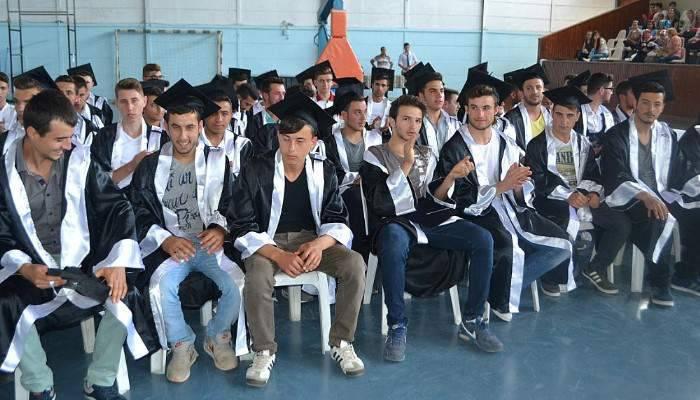 Gelibolu Mehmet Akif Ersoy Mesleki ve Teknik Anadolu Lisesinde mezuniyet sevinci