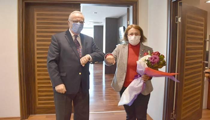 Fatma Köse İl Başkanlığı Ve Belediye Başkanını Ziyaret Etti