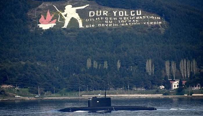 Rus Denizaltısı 'Stary Oskol', Çanakkale Boğazı'ndan geçti (VİDEO)