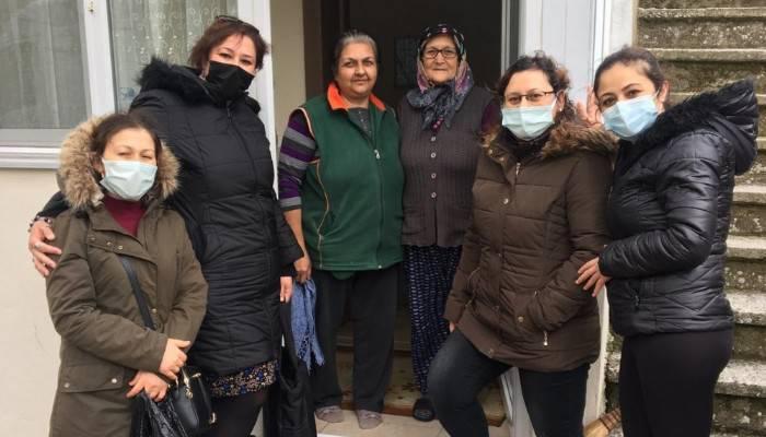 AK Parti Kadın Kollarından Yaşlılar Haftası Ziyaretleri