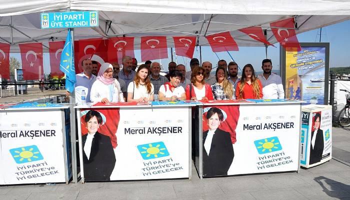 İYİ Parti üye kayıt standı açtı
