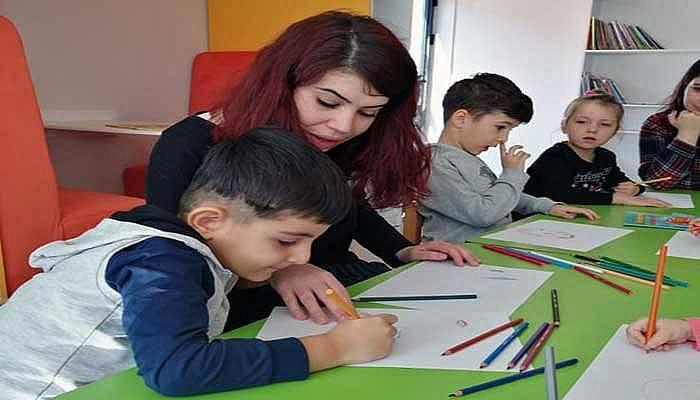 Kütüphanenin Çocuk Bölümü'nde kitap okuma etkinliği düzenlendi