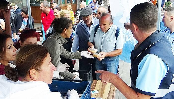 Çanakkale Belediyesinden Vatandaşlara Aşure İkramı