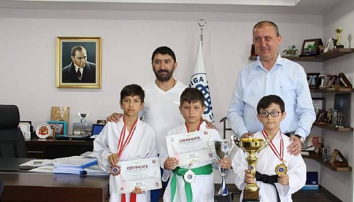 Karate Okulu kupa ve madalyalarla döndü