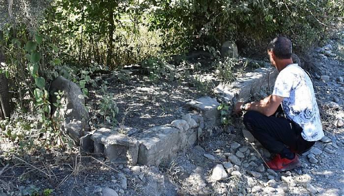 17 mezarın bulunduğu bölgenin araştırılmasını istiyorlar (VİDEO)