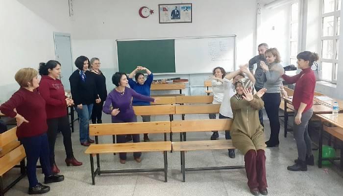 Öğretmenlere masal anlatma teknikleri anlatıldı