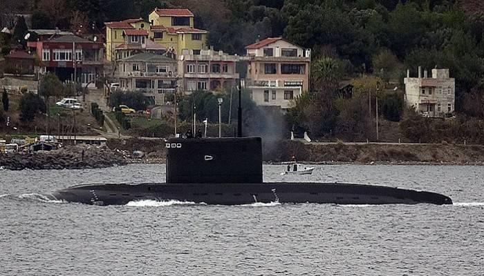 Rus denizaltısı Akdeniz yolunda (VİDEO)