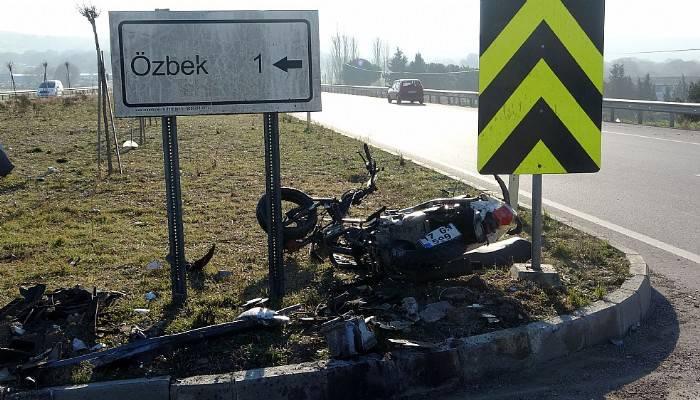 Otomobil ile motosiklet çarpıştı 1 ölü, 2 yaralı (VİDEO)