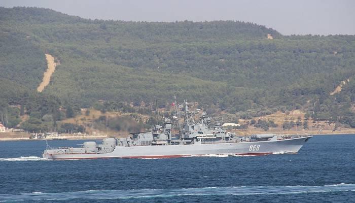 Rus savaş gemisi Çanakkale Boğazı'ndan geçti (VİDEO)