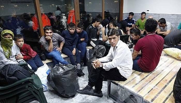 Fırtınaya yakalanan kaçak göçmenleri, Sahil Güvenlik kurtardı