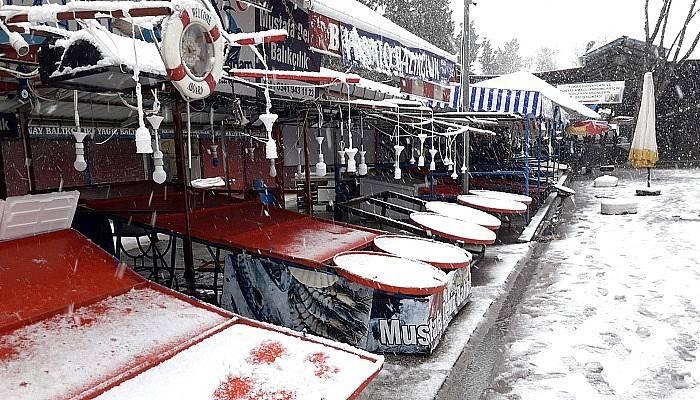 Soğuk hava ve kar pazarcı esnafını vurdu