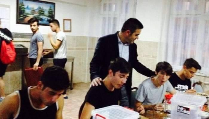 Anadolu Lisesi Ailesi İftar Yemeğinde