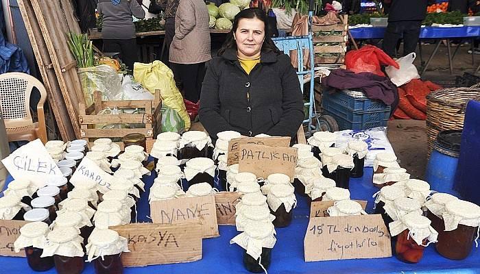 Lösemili oğlu için pazarda kendi yaptığı reçelleri satıyor